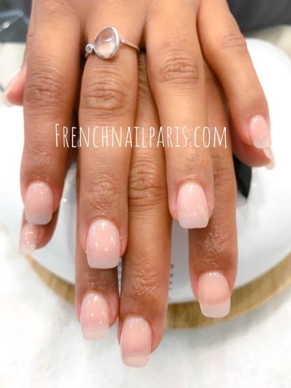 Pose d'ongles en résine pour vos mains avec un vernis semi permanent