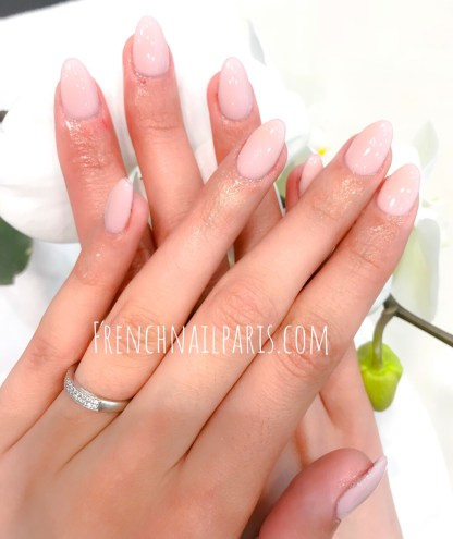 Que vous optiez pour une mise en beauté ou une pose d'ongles chablon agrémentée d'un vernis semi permanent, vous avez l'assurance d'un résultat parfait.