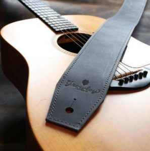 Sangle guitare cuir - idées cadeaux saint valentin