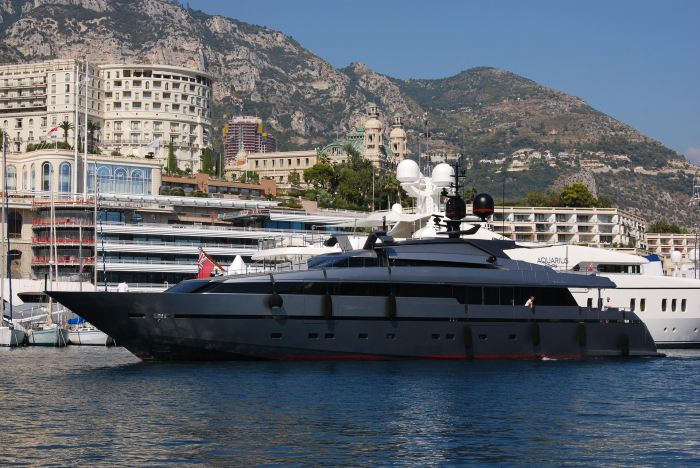 Sanlorenzo 40m yacht in the port of Monaco