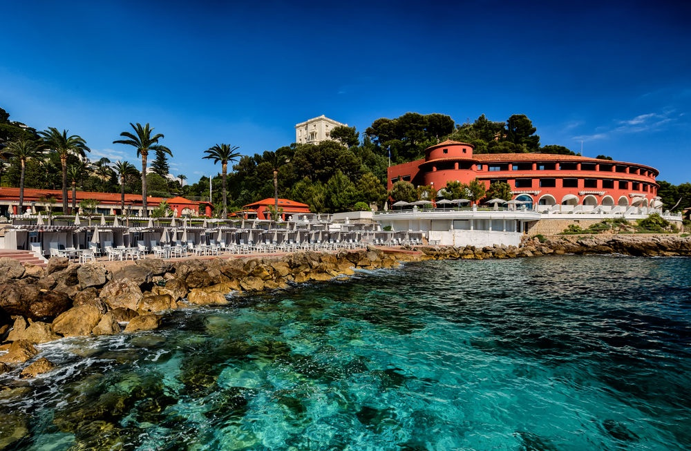 The Best Beach Clubs For A French Riviera Yacht Charter