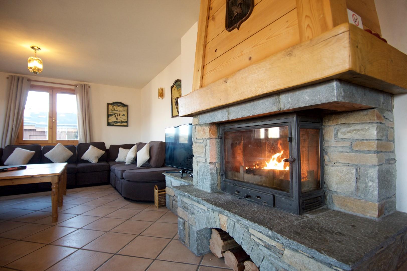 Anniek Fireplace 2