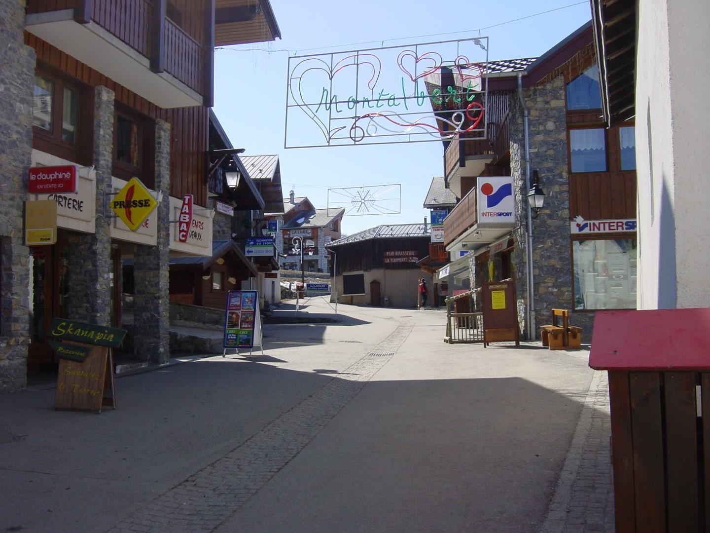 Montalbert High Street