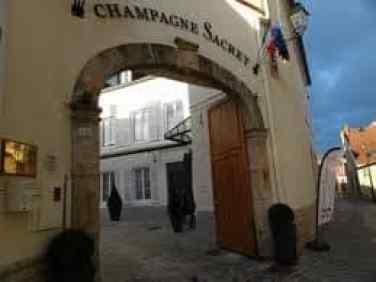 Champagne Sacret entrance