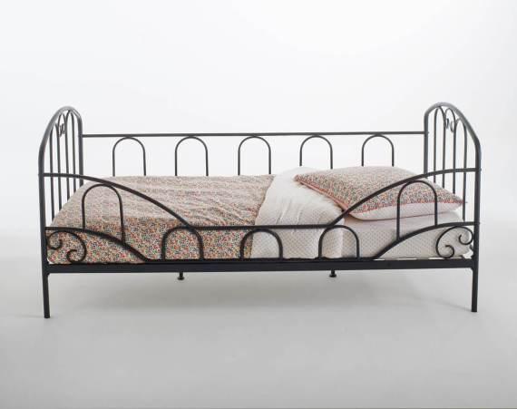 Un lit d'inspiration romantique pour les filles - FrenchyFancy