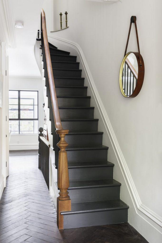 Relooker Un Escalier Faut Il Le Peindre En Blanc Ou En Noir Frenchy Fancy