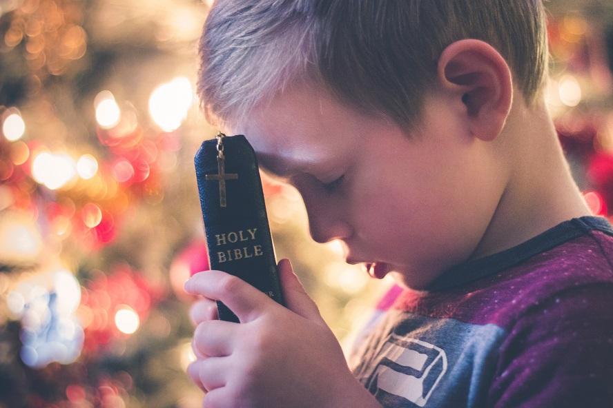 Apprendre à ses enfants à prier.