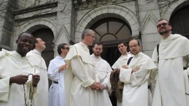 De gauche à droite : Frère Mervy (Abidjan), Frères Olivier de Saint-Martin et Charles-Antoine (Toulouse) et frères Charles, Grégoire et Pierre-André (Lille)