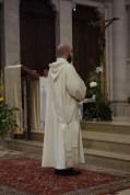 Engagement des ordinands : les ordinands rappellent les promesses qu'ils ont faites lors de leur profession religieuse : garder le célibat et rester assidus à la prière de l'Eglise. Puis ils promettent d'accomplir fidèlement leur ministère diaconal ou presbytéral, dans l'obéissance à leur supérieur et en communion avec leur évêque.