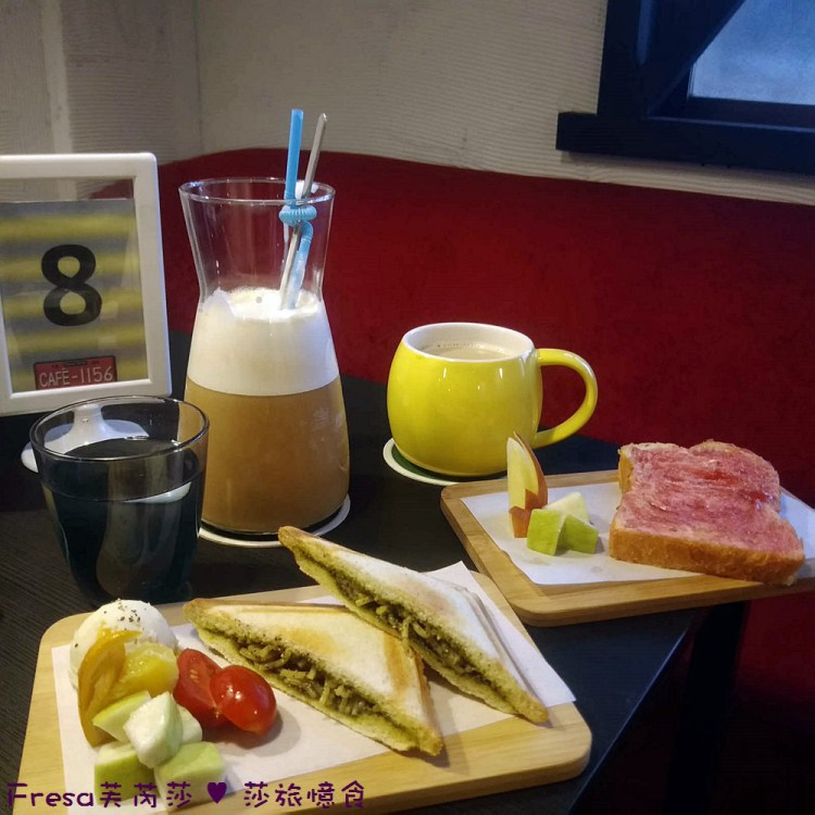 台南東區【1156咖啡】美式鐵桶車牌創意門面超吸精.悠閒氛圍輕食咖啡.二層樓的舒適大空間