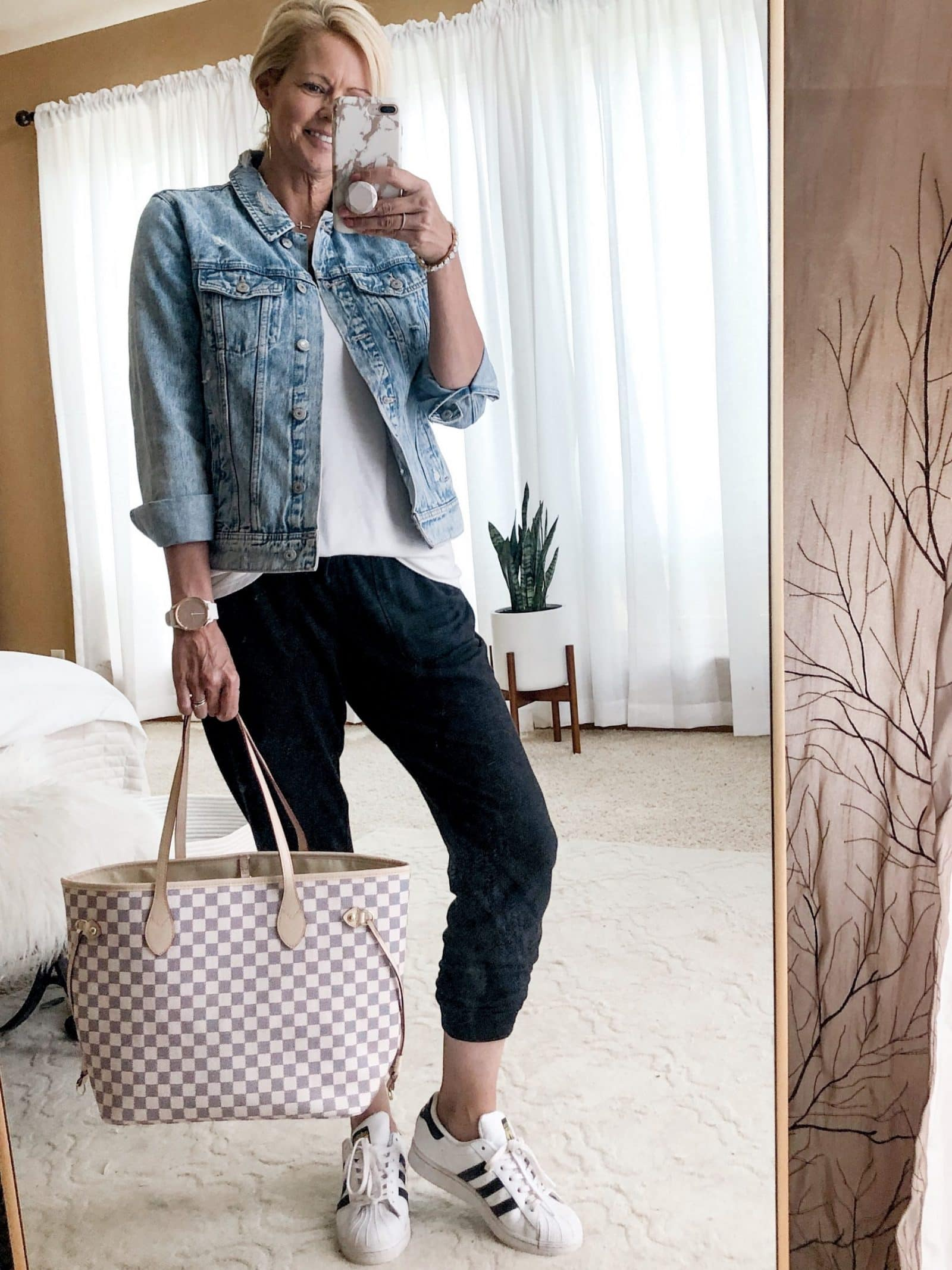 How to style joggers, outfit ideas for joggers.