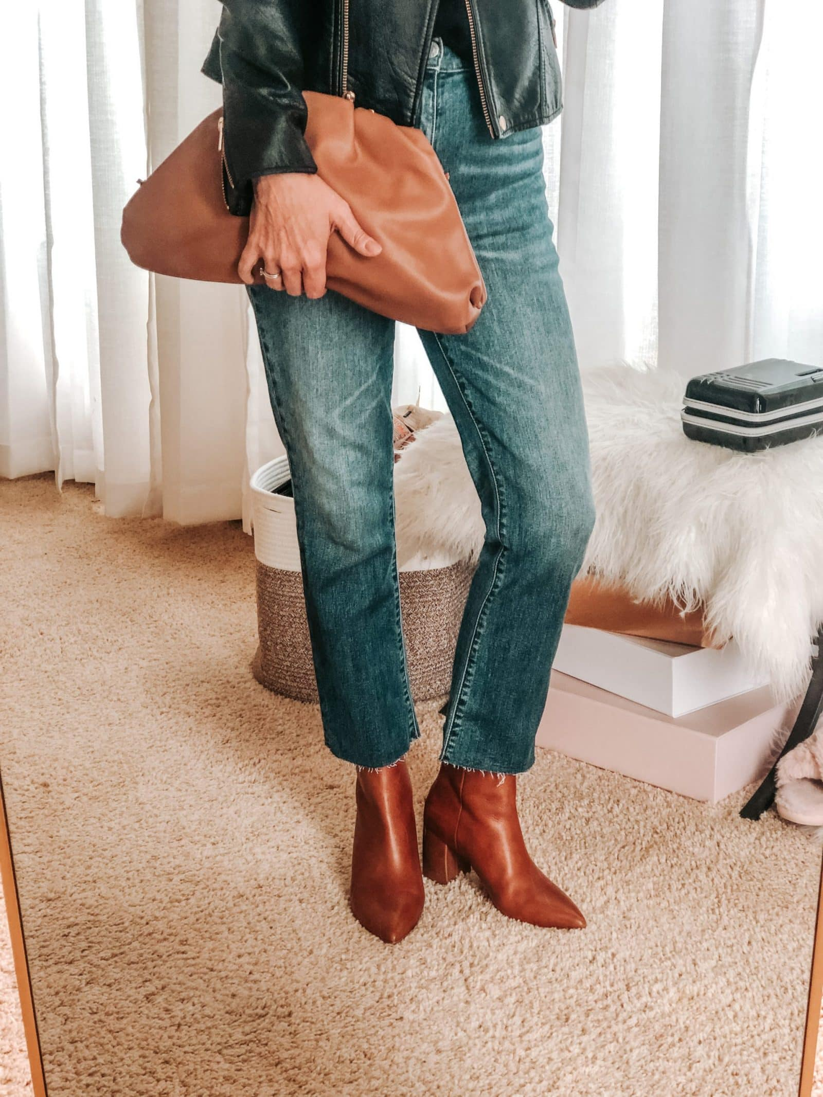 how to style cropped jeans, women over 40