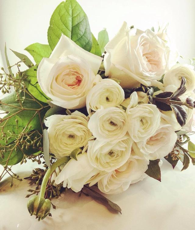 white garden o'hare roses and ranunculus
