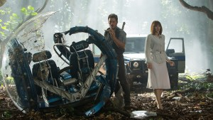 Chris Pratt and Bryce Dallas Howard star in JURASSIC WORLD. Photo courtesy of Universal Pictures.