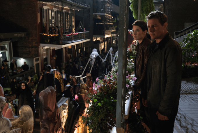 Cobie Smulders and Tom Cruise in JACK REACHER: NEVER GO BACK. Courtesy of Paramount Pictures.