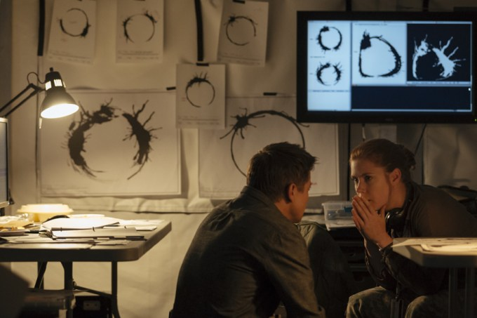 (L-R) Jeremy Renner as Ian Donnelly and Amy Adams as Louise Banks in ARRIVAL by Paramount Pictures