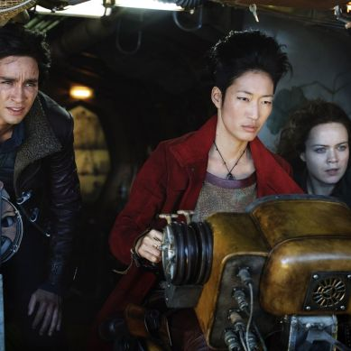 Movie Review: 'MORTAL ENGINES' a visual feast that lacks in all other areas