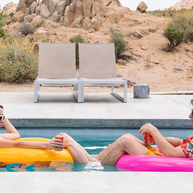 [Review] 'PALM SPRINGS' – Spring Break Forever