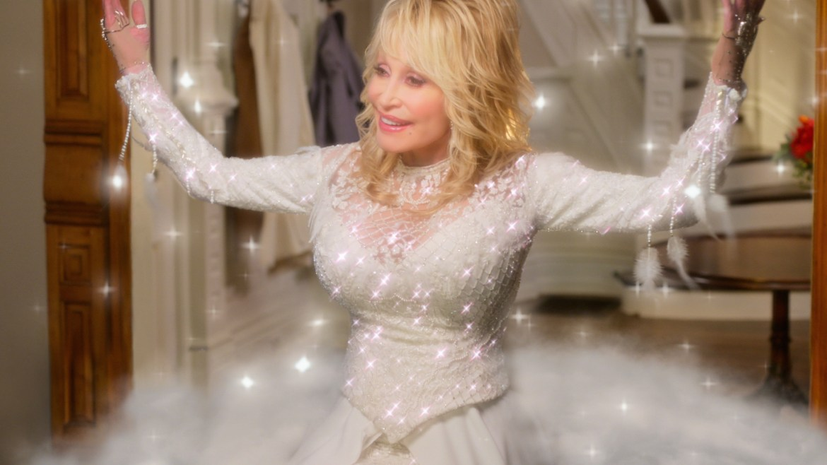 [Review] 'CHRISTMAS ON THE SQUARE' – Dolly Parton sings, spreads cheer like the Dickens in this Christmas carol