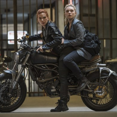 [Interview] Scarlett Johansson and Florence Pugh on BLACK WIDOW's fights and friendships