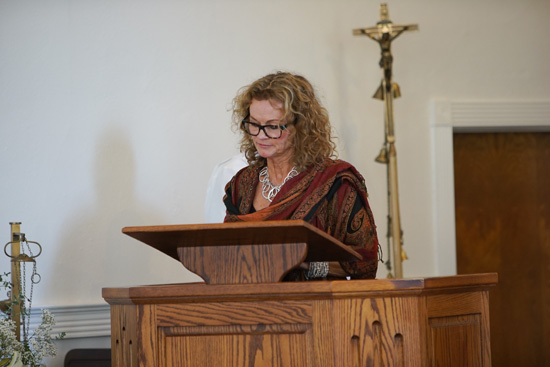 Brenda Mitchell reads 1 Corinthians 13: 1-13 (Love is patient and kind). Photo by Jefferson Graham.