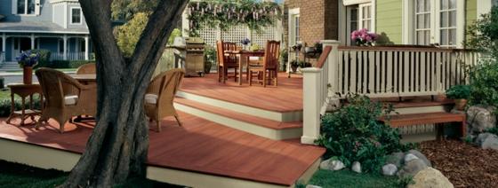 Terrasse neu gestalten - Streichen Sie farbig die Terrassendielen