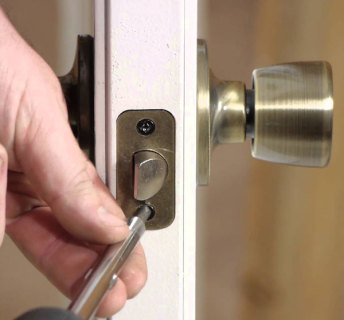 Lock change Astoria call us now (718) 233-1144. We can Change-out any type of Lock in New York