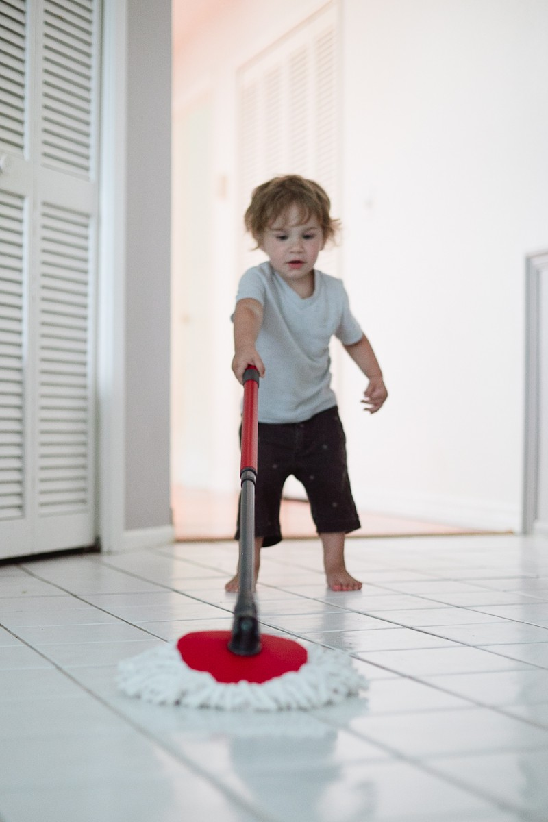 O Cedar Spin Mop and an all natural DIY floor cleaner with essential oils!