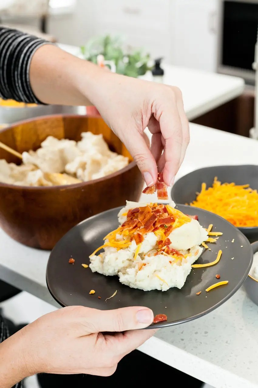 Between the last few lazy weekends of football we have left and the holiday season upon us, we've no shortage of entertaining at our doorstep. Welcome guests with open arms once you set up with a simple Mashed Potato and Mac and Cheese Bar that will rival any game on the big screen! Loaded mashed potatoes and more amazing combinations.