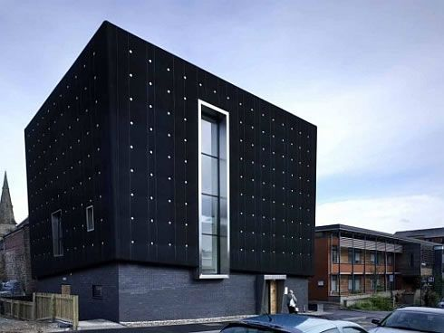 three storeys soundhouse enveloped in black rubber 1 Three storeys Soundhouse Enveloped in Black Rubber