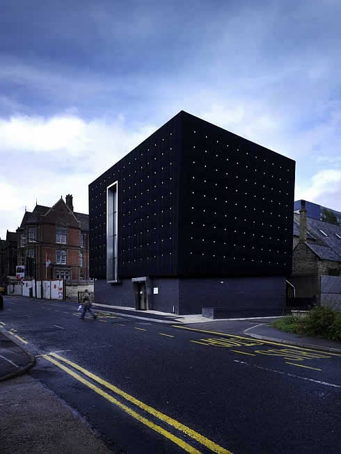 three storeys soundhouse enveloped in black rubber 2 Three storeys Soundhouse Enveloped in Black Rubber