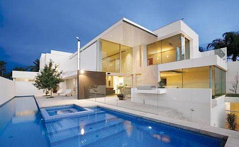 brighton house by nic bochsler 1 Brighton House: Lavish Melbourne home with plenty of glass and class