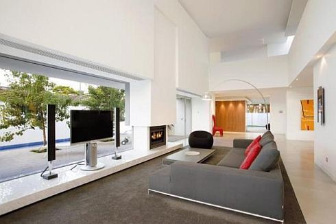brighton house by nic bochsler 4 Brighton House: Lavish Melbourne home with plenty of glass and class