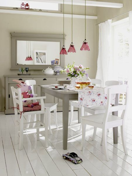 white color interior design14 Decorating White Spaces by Adding a Delicate Touch of Color