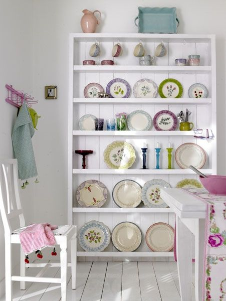 white color interior design15 Decorating White Spaces by Adding a Delicate Touch of Color