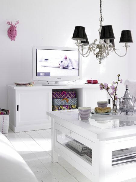 white color interior design16 Decorating White Spaces by Adding a Delicate Touch of Color