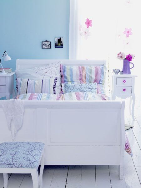 white color interior design4 Decorating White Spaces by Adding a Delicate Touch of Color
