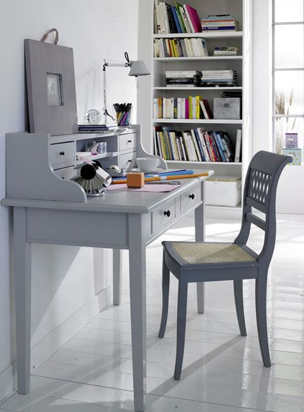 white color interior design9 Decorating White Spaces by Adding a Delicate Touch of Color