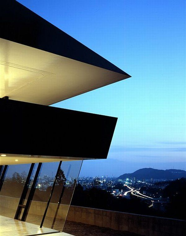 Scenic Mansion by Suppose Design Office 4 The House Caught Between The Sea And The Mountains