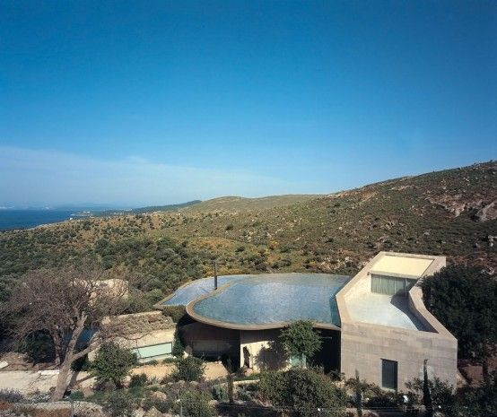 house with a pool on the roof 1 554x465 Roof Outdoor Pools, a Cool Architecture Idea