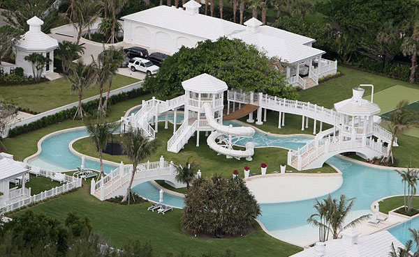 celine dion house2345 Celine Dions New $20 Million Home in Florida Has an Aquatic Wonderland