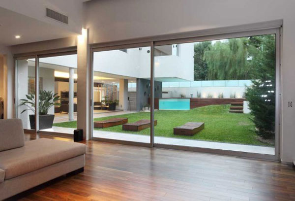 house with fantastic pool 6 554x377 Amazing Home With Original Elevated Pool