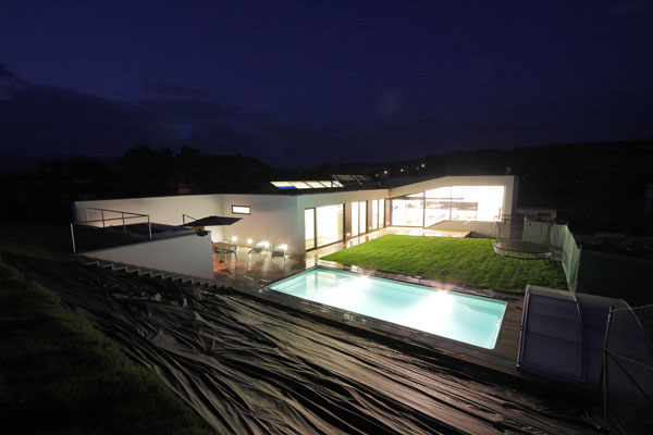 1282928553 04b exterior night1 Unusual Looking Residence in Slovakia : Dom Zlomu