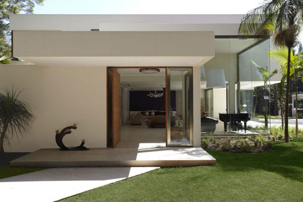 mr 300810 17 940x6261 The Morumbi Residence: Exotic Landscapes and Diverse Interior Design