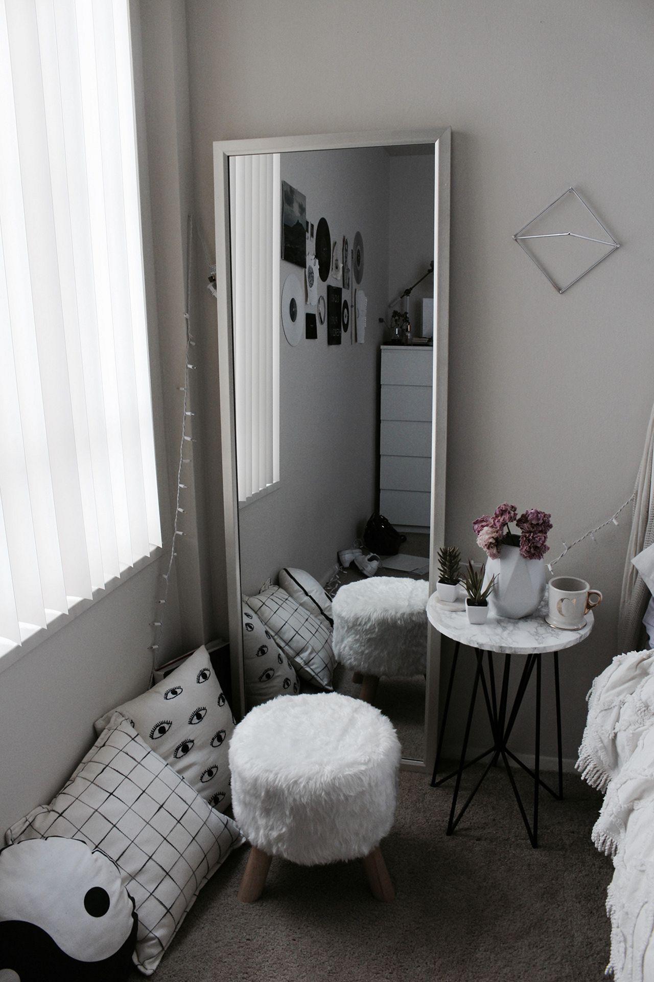 Small Aesthetic Bedroom Ideas (Small Aesthetic Bedroom ... on Room Decor Aesthetic id=29423
