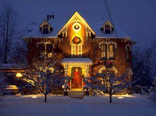 Outdoors Christmas Decorating Idea