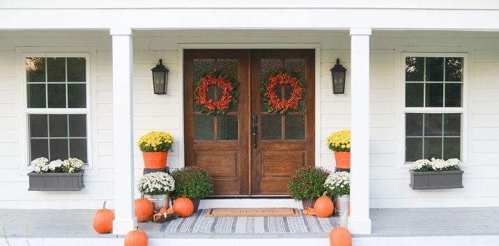 Gorgeous Farmhouse Front Porch Ideas 13