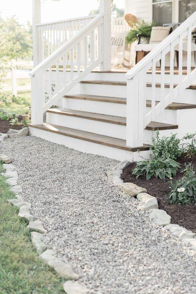 Gorgeous Farmhouse Front Porch Ideas 18