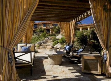 Backyard Living Space Design Ideas 30