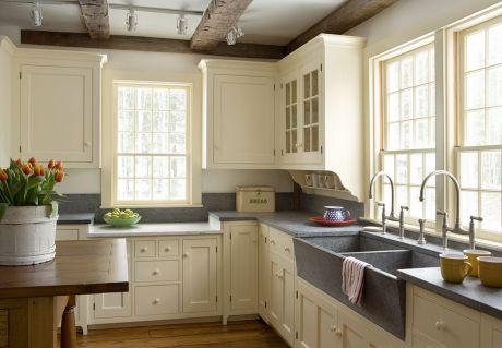White Farmhouse Kitchen Ideas 4